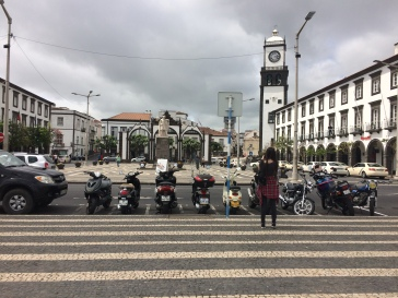 Praça--the gates in the background