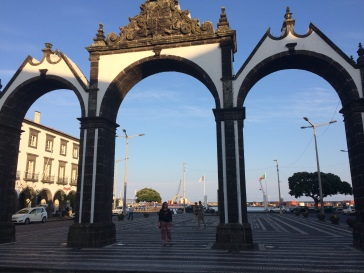 Gates in praça and harbour